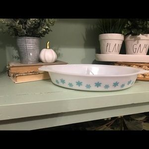 Pyrex 1 and 1/2 quart split Snowflake dish
